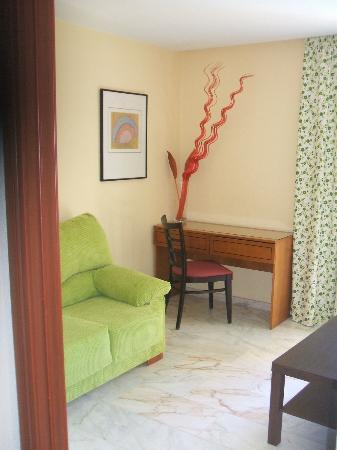 Hotel Escuela Fuentemar: Esquina salón de habitación