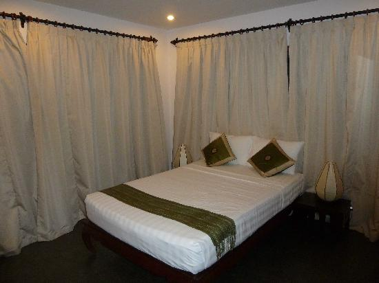 Anise Hotel: Nice comfortable wide bed