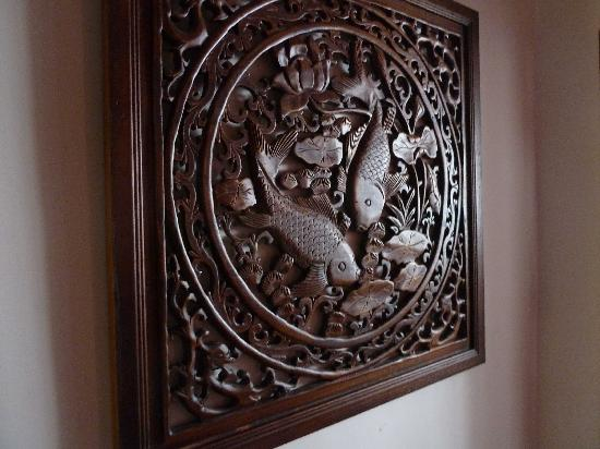 Anise Hotel: Nice wooden wall carving
