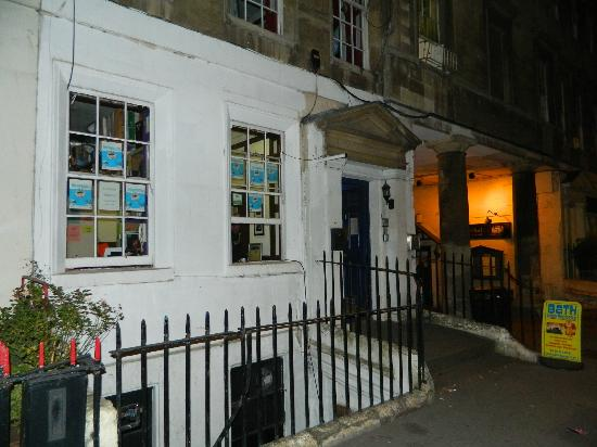 Bath Backpackers Hostel: Main entrance