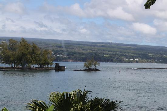 ‪‪Uncle Billy's Hilo Bay Hotel‬: View from second floor corner room‬