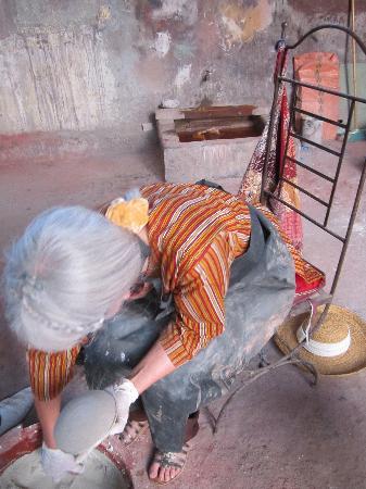 Ateliers d'Ailleurs: tadelakt sur poterie de terre cuite