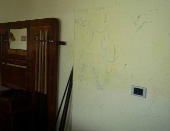 Golf Hotel Ca' Degli Ulivi: Explicit graffiti