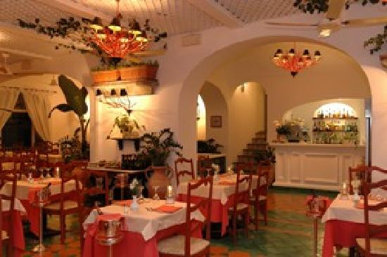 Buca di Bacco 1916: Inside hall with ocean view