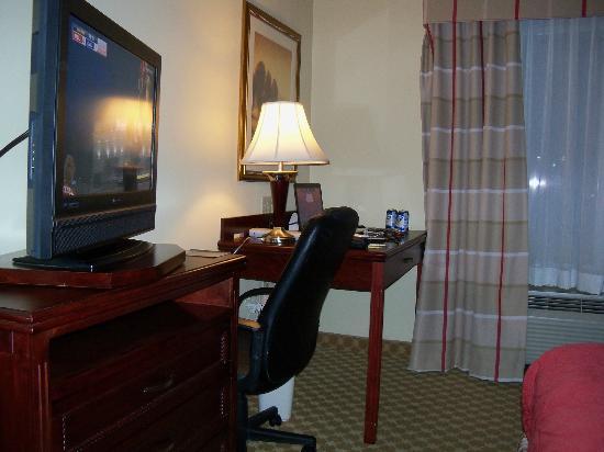 Country Inn & Suites By Carlson, Oklahoma City Airport: tv + schreibtisch