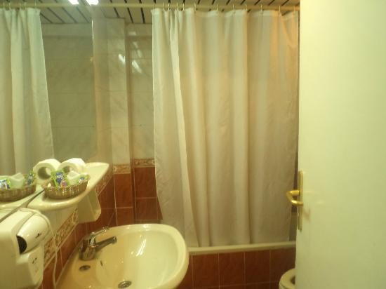 Santana Hotel: salle de bain