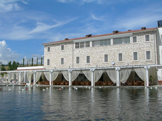 Terme di Saturnia Spa & Golf Resort: Ristorante a bordo piscina termale