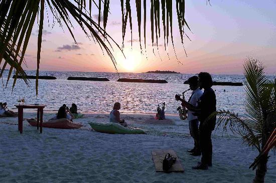 Kurumba Maldives Sunset Jazz On The Beach
