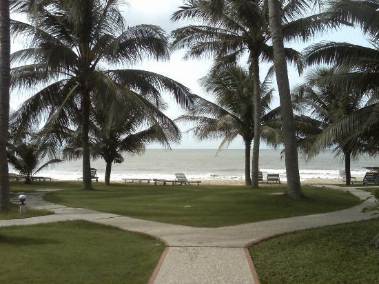 Hiep Hoa Resort: Spiaggia a pochi passi