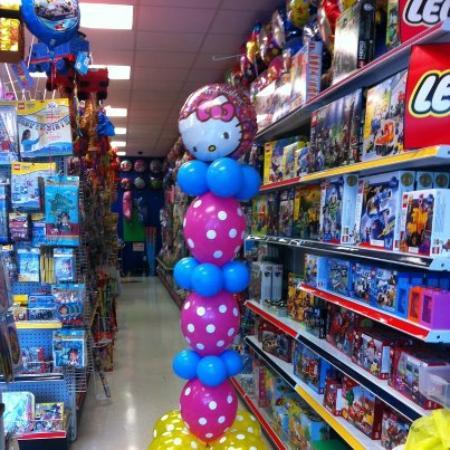 Amy's Party Source: Fun Balloons & Legos