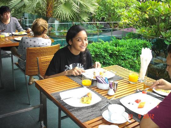 Sukhumvit 12 Bangkok Hotel & Suites : Breakfast Area