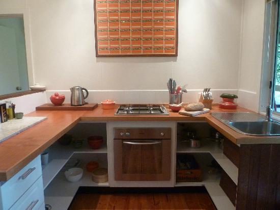 Woodbox Retreat & Studio : well equipped kitchen