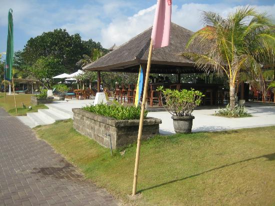 Peninsula Beach Resort Tanjung Benoa: Beach/Pool Bar