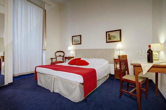 Hotel Dante: camera doppia con divano