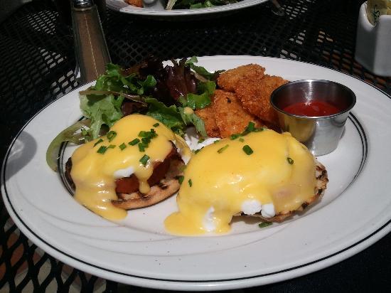 Scollay Square : eggs benedict