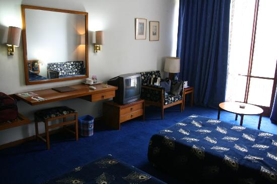Centaur Lake View Hotel : Room