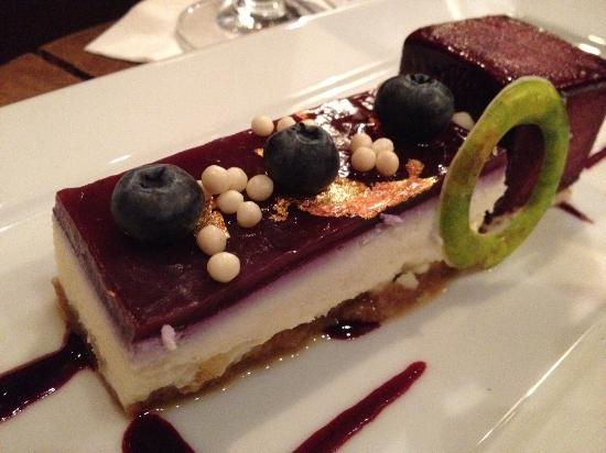 حياة ريجنسي كالياري: Cheesecake and sorbet in the lounge 