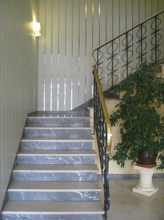 Europ'Hotel: Stairs - note there is no lift.