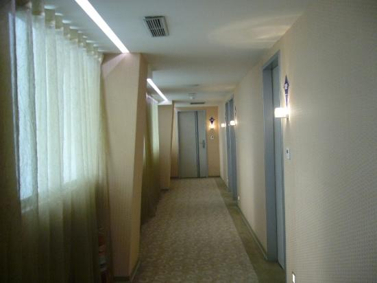 Sun Rise Business Hotel – Taipei Main Station: Corridor
