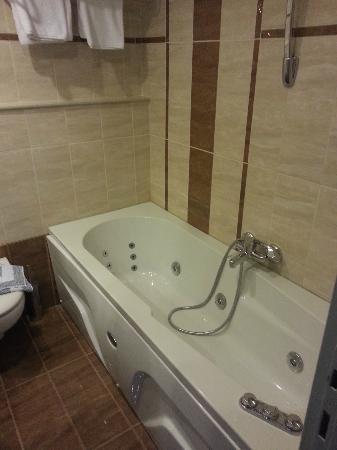 Marianna Palace Hotel: bagno con vasca idromassaggio