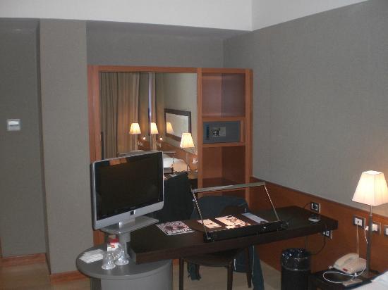 NH Linate: scrivania in camera