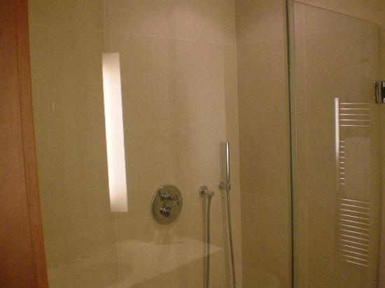 NH Linate: doccia