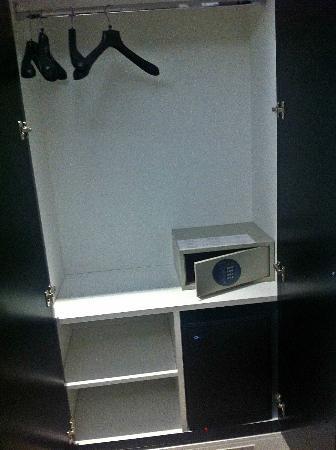 Deseo Home: armario con caja de seguridad