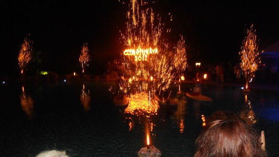 Hotel Riu Kaya Belek: Pool party with fireworks