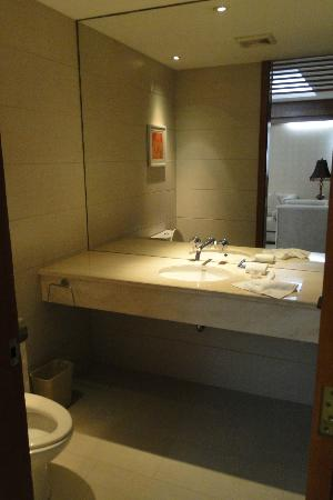 Zhong Tai Lai Hotel: Deluxe Suite:extra toilet in the living room