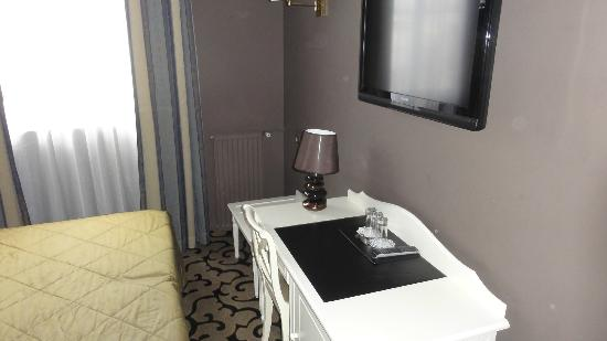 Hotel Louvre Rivoli: Room tripple