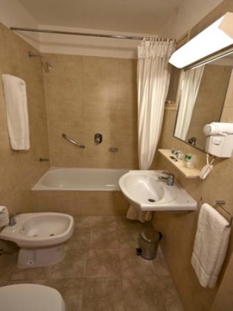 Austral Hotel & Centro de Convenciones: Baño Austral Express 3 Estrellas