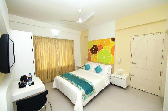 Hotel Millennium Continental: Suite bedroom