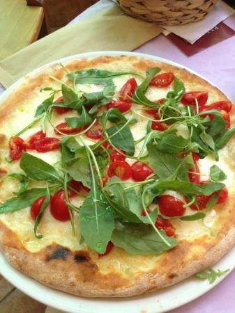 La Basilica Cafe: Deliciuos pizza