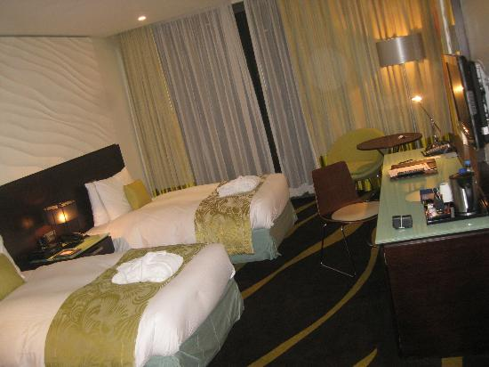 Radisson Blu Hotel, Abu Dhabi Yas Island: Note the fluffy robes on the beds