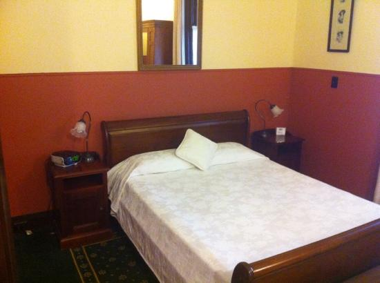 Ballina Manor Boutique Hotel: Bed in room 8