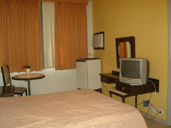 Dom Pedro I Palace Hotel: la habitación es amplia y cómoda