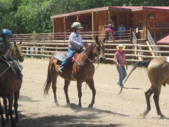 Sylvan Dale Guest Ranch: Riding lessons at Sylvan Dale.
