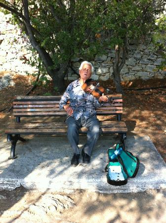 Marialena Village Apartments: Greek Busker!