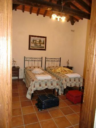 Erboli Residence: Camera da letto 2 - App. Beatrice