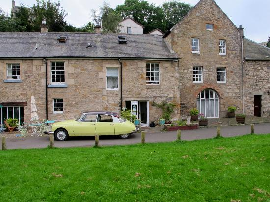 Cramond Mill Bed and Breakfast: Parked up outside Cramond Mill