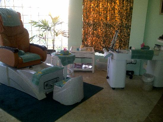 Royal Spa: Manicure and Pedicure
