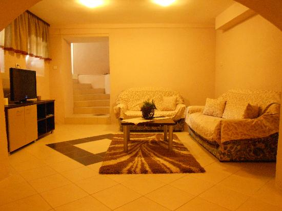 Via Apartments: Lounge Room