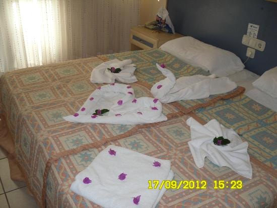 Montebello Deluxe Hotel: our room after maids cleaned