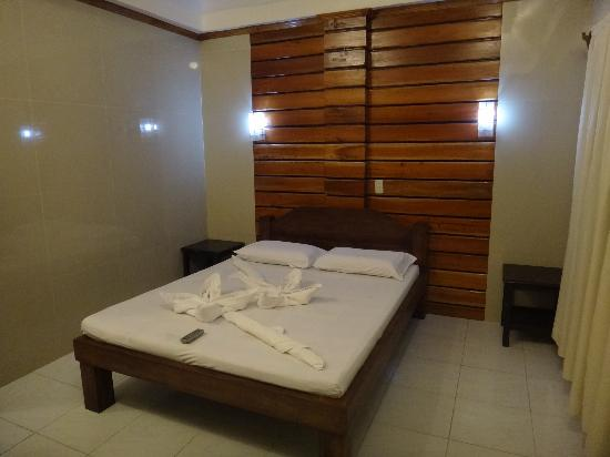 ‪‪Dumaluan Beach Resort 2‬: Deluxe - Bedroom‬