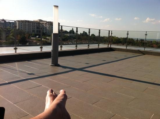 راديسون بلو هوتل ساندتون جوهانسبرج: pool view 