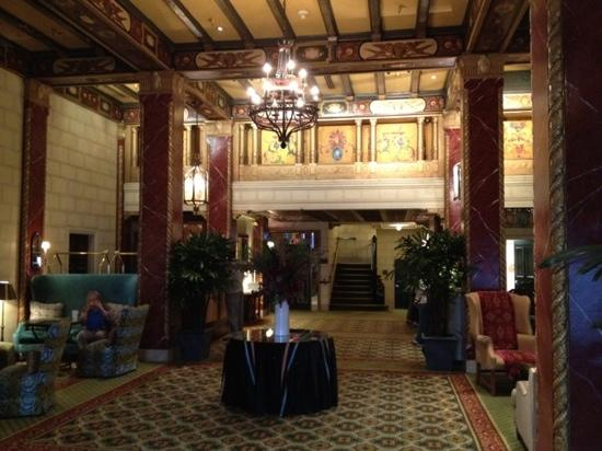 Serrano Hotel: The lobby looks a little like the Titanic