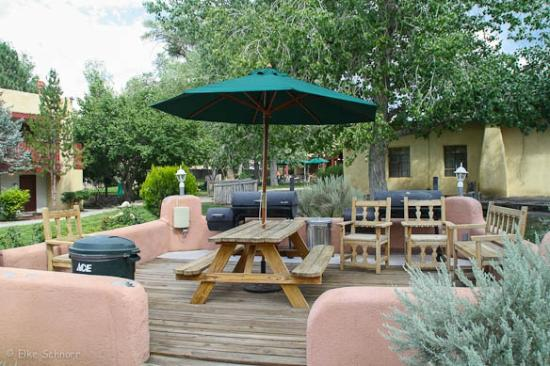 El Pueblo Lodge: Innenhof