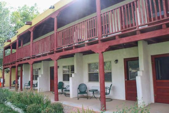 El Pueblo Lodge: Außenansicht