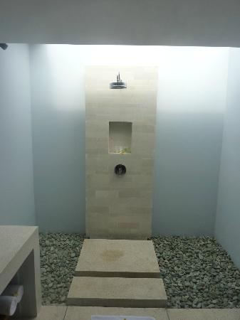 Living Asia Resort and Spa Lombok: The shower, bathroom