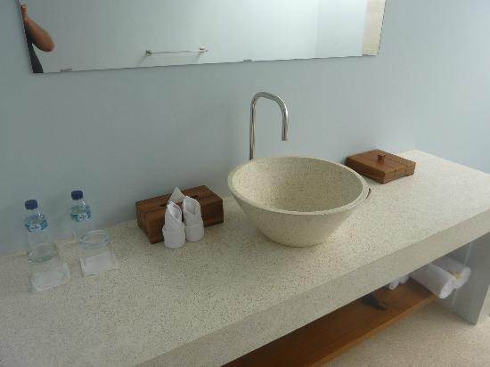 Living Asia Resort and Spa Lombok: The bathroom